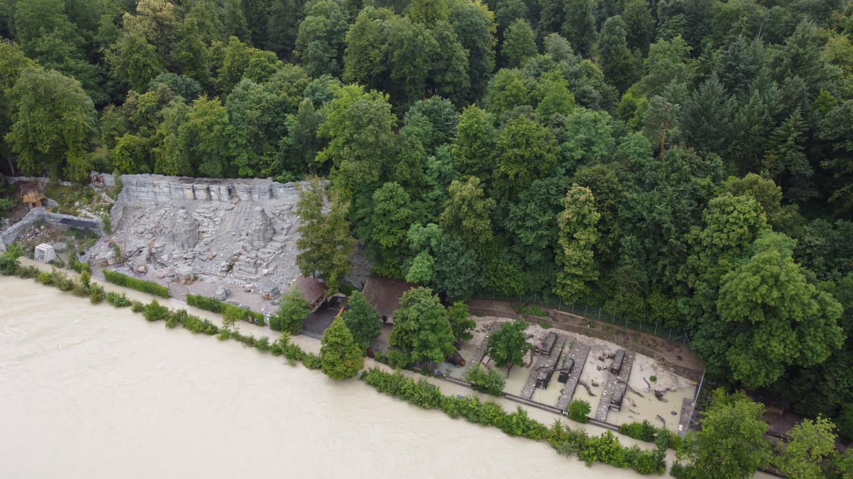 Teile des Tierparks sind überflutet.
